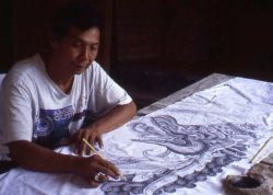 Madra in 2000 inking a naga (serpent) on an umbul-umbul, a banner used for temple festivals.